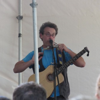 Eric Litwin leads the audience in Four Groovy Buttons